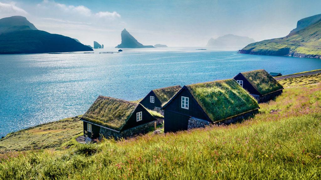 """Färöer Inseln: """"The Land of maybe"""": Sehenswürdigkeiten & Tipps mit Route 12"""