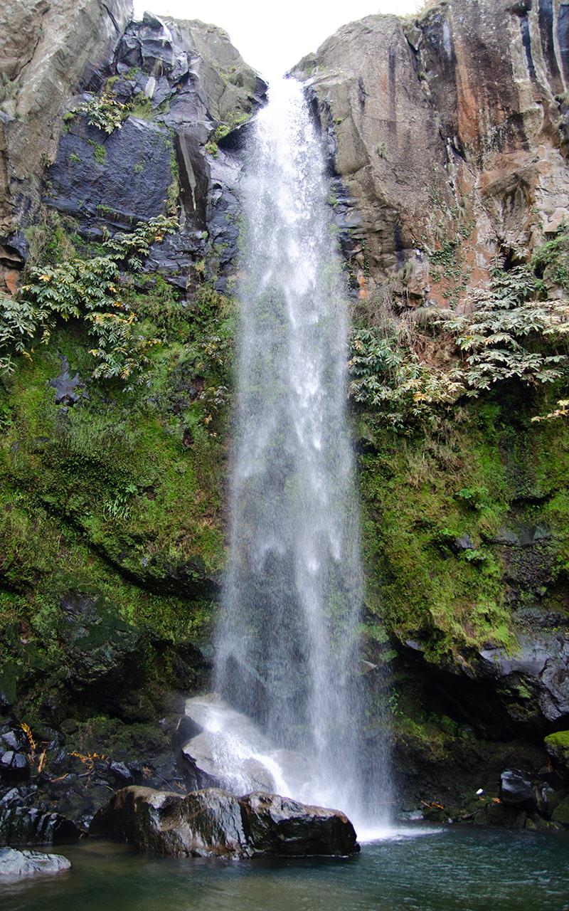 Azoreninsel Sao Miguel Wanderung Salto da Farinha Wasserfall