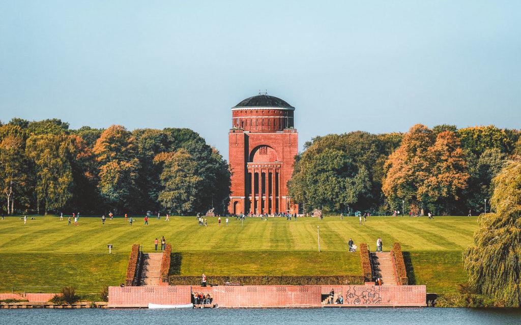 Planetarium Hamburg mit Stadtpark