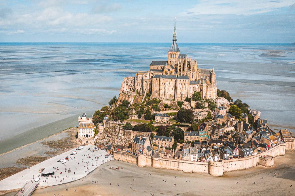 Bucht von Mont-Saint Michel mit Klosterberg