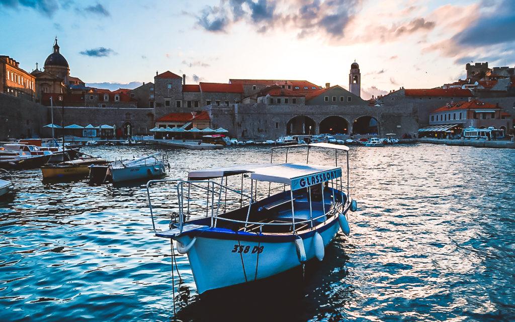 Stadthafen in Dubrovnik Sonnenuntergang