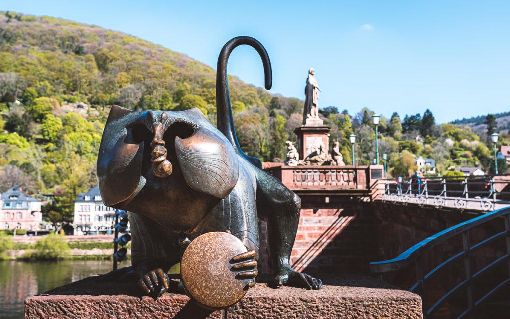 Affe mit Spiegel, Alte Brücke Heidelberg