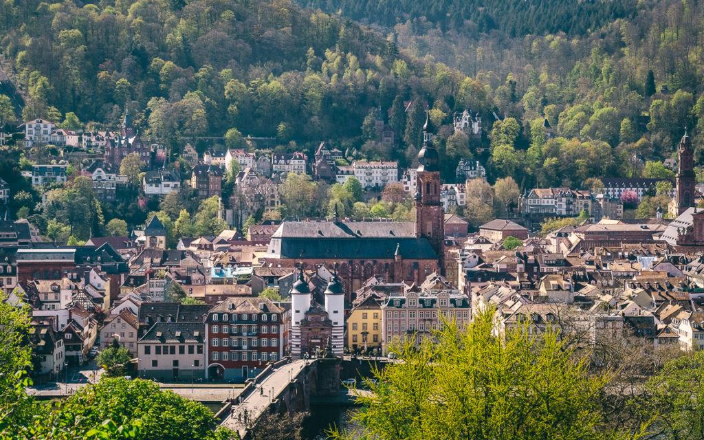 Die Heiliggeistkirche in Heidelberg überragt alle Gebäude der Altstadt.