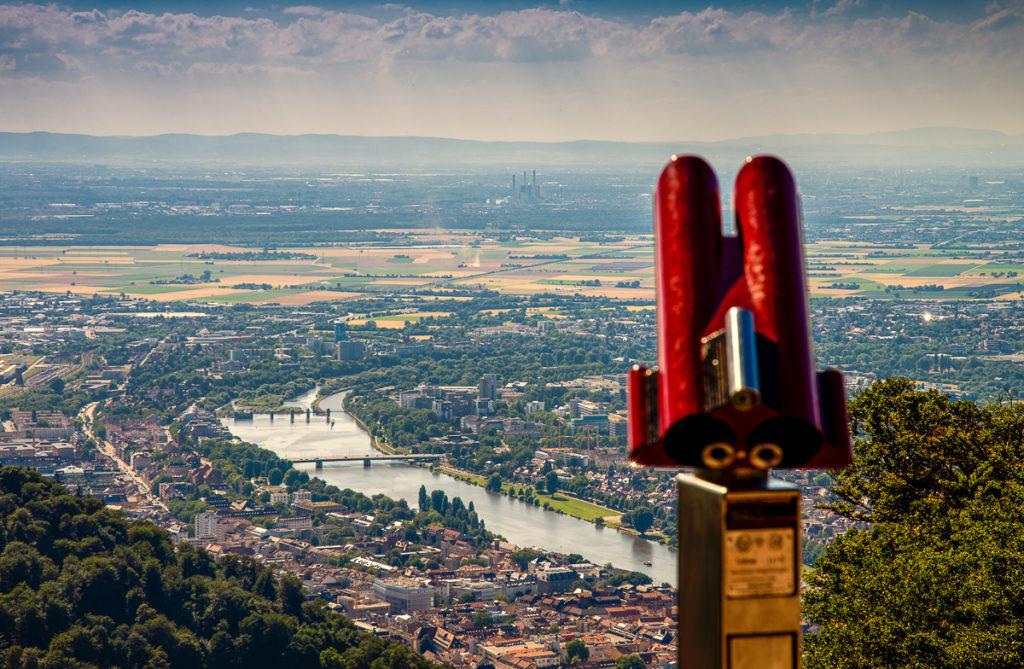 Panoramablick vom Königsstuhl auf das Neckartal in Heidelberg © Tobias Schwerdt