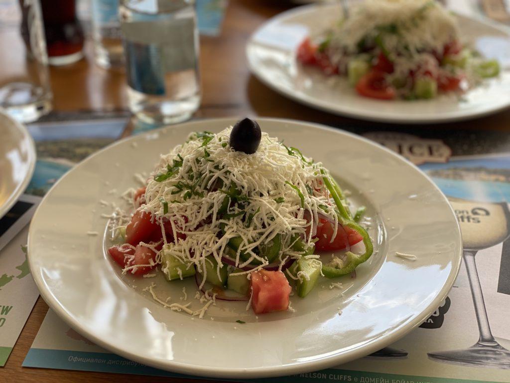 Eine essbare Legende: Der bulgarische Shopska-Salat